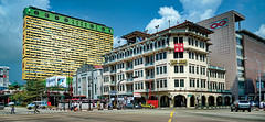 Chinatown Singapore... (williamcho) Tags: singapore chinatown southbridgeroad themajestic peoplesparkcentre flickraward yuehwachineseproducts ogdepartmentalstore eytongsengroad
