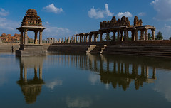 (prabhakaran.s) Tags: pond ancient ruins tourist karnataka hampi southindia ancientcity mandapam unescosite mandapa vijayanagara pushkarni vijayanagaraempire ruinsofhampi