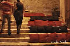 Notte Bianca, Valletta - Malta, 29-IX-2012 (leslievella64) Tags: city night dark nikon couple europe mediterranean d70 nikond70 steps eu malta leslie maltese 2012 malte valletta nottebianca maltais leslievella64 ilbelt