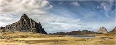 Dos colosos (miguelerele) Tags: espaa mountain stone clouds canon october huesca browns nubes aragon otoo octubre montaa 1740 roca pirineo formigal ibon marrones anayet 50d