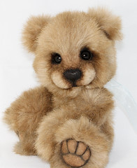 Pudge 10.08.2012 (thepeachpeddler) Tags: bear chris wool glass fur nose eyes artist teddy bears peach merino plush cotton mink faux christie handsewn paws peddler embroidered pudge perle the beeswax kotz