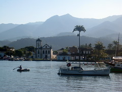 Porto de Paraty. Brasil (Rubem Jr) Tags: ocean street city travel blue brazil building london art beach church southamerica nature arquitetura brasil riodejaneiro architecture landscape arquitectura bluesky oldhouse oldchurch oldcity historicplace americadosul