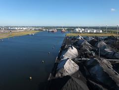 Amsterdam - Afrika haven (4) (de kist) Tags: kap thenetherlands amsterdam amsterdamhavengebied afrikahaven vopak rietlandenterminals edfamsterdam kolenoverslag steenkool charcoal coal aerial