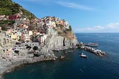Manarola (Gusulabu) Tags: manarola italia italy sea mar town mountain acantilado riomaggiore cinqueterre canon travel colours