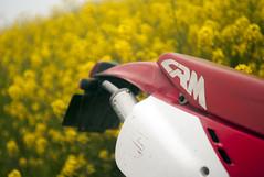 L1008467c (haru__q) Tags: leica m8 leitz summicron field mustard  honda crm250r motorcycle 2st