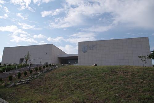 Tombeau thrace d'Aleksandrovo : le Musée accueillant la réplique