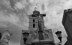 As an air Apocalypse (Franois Tomasi) Tags: christ ange angel nb blackandwhite nikon pointdevue pointofview religion jsus lumire lumires light black white blanc noir google flickr clairage sculpture pov apocalypse bible nuage  sotrique france europe sculptures marseille