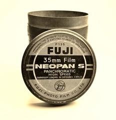 Fuji Photo Film Co., Ltd.    1956 (www.yashicasailorboy.com) Tags: fujifilm fujiphoto film can neopan 35mm japan bw finepix s9900w 1956 1950s darkroom panchromatic highspeed
