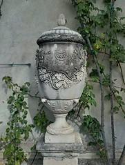Garden study, Villa Monastero (crystallakes) Tags: lakecomo italy urn plant plants garden varenna lombardy