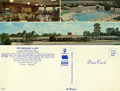 State Restaurant & Motel (Nick Leonard) Tags: old classic pool beautiful sign vintage restaurant florida gorgeous postcard nick motel scan retro swimmingpool diningroom signage seafood timeless highway27 epson4490 hainescity nickleonard statemotel staterestaurant