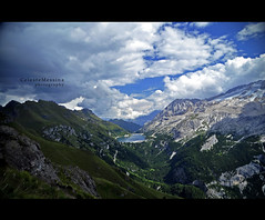 Le mie montagne #4 (Celeste Messina) Tags: nikon d5000 photo dolomiti alpi trentino altoadige valdifassa italia italy paesaggio landscape montagna mountain rocce rocks valle valley bosco woods panorama panoramica scenery view prospettiva perspective verde green grigio grey alberi trees foresta cielo sky azzurro celeste blu blue nuvole clouds vacanza holiday estate summer agosto august luce light natura nature lago lake loch composizione composition canazei vieldelpan sentiero path footpath fedaia lagofedaia