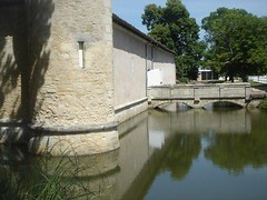 Chateau D Issan moat