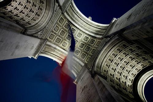 Under Arch de Triumph