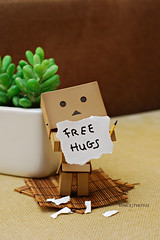 free hugs (Vince454 Photo-desu) Tags: cute pencil toys happy kiss photos vince free hobby hugs dslr iphone danbo danboard