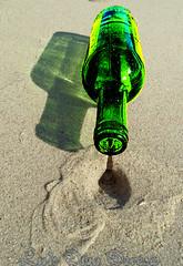 botella verde (Luis Diaz Devesa) Tags: sea espaa paisajes tree verde green beach nature water glass mar bottle spain sand agua rboles europa waves playa arena galicia galiza pinos cristal olas pontevedra botella illadearousa isladearosa carreirn parquenaturaldecarreirn luisdiazdevesa