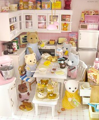 Baking day (Jemppu M) Tags: kitchen teddybear rement dollhouse rilakkuma sylvanianfamilies megahouse  pinkkitchen