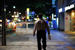 2050/1957*^z (june1777) Tags: snap street seoul angukdong night light bokeh canon eos 5d carl zeiss kyocera contax planar 85mm f14 1600 clear e
