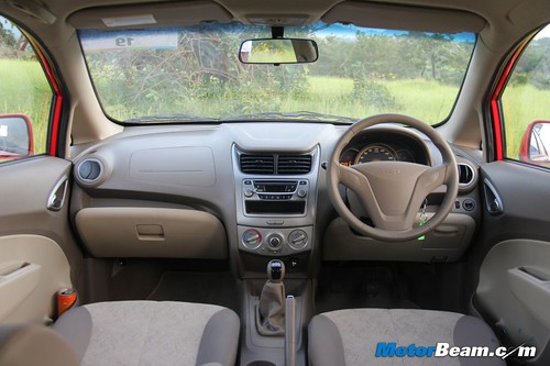 Maruti-Suzuki-Swift-vs-Chevrolet-Sail-U-VA-22