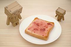 20121009_01_Strawberry jam toast (foxfoto_archives) Tags: breakfast strawberry amazon toast flash sigma super jam electronic dg merrill danbo    dp2     danboard  ef610 sbb66 mu55