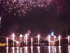 PONT DE LEVALLOIS (marsupilami92) Tags: frankreich france hautsdeseine îledefrance 92 courbevoie becon levallois fêtenationale feudartifice pont seine fleuve reflet