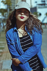 Cap Day (TheJennire) Tags: photography fotografia foto photo canon camera camara colours colores cores light luz young tumblr indie teen hair cabello pelo cabelo curlyhair people portrait self cap hat denim lifestyle fashion style jeans makeup