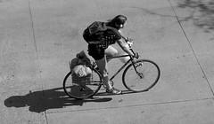 ESCUCHANDO (jpi-linfatiko) Tags: bn bw blancoynegro blackandwhite blanconegro blackwhite urban urbana exterior people gente persona nikon 85mmf18g d5200 bike bicicleta sombra shadow