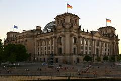 Reichstagsgebude (Spreeseite) (Pascal Volk) Tags: berlin mitte berlinmitte spreeufer regierungsviertel architecture architektur historicbuilding historischesgebude 40mm canoneos6d canonef24105mmf4lisusm