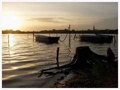 Coucher de soleil dominical. (CorcuffR) Tags: soleil coucher tang bois joalland bateau st saint nazaire