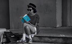 dans son livre - in his book (serial n N6MAA10816) Tags: rue street desaturation bleu blue femme women
