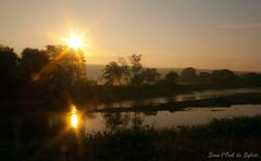 Les Étoiles de la Rivière (Sous l'Oeil de Sylvie) Tags: summer sun mist fog sunrise river soleil pentax august reflet été paysage brouillard vélo brume 2012 août matin leverdesoleil beauce pistecyclable k7 rivièrechaudière notredamedespins sousloeildesylvie valléebeauceronne