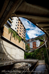 Andorra infrastructure: Escaldes (lutzmeyer) Tags: plaza city bridge summer water rio river puente aqua wasser place sommer platz centre center september septiembre verano infrastructure pont below baixa brcke fluss placa unten andorra aigua pyrenees estiu pirineos pirineus infrastruktur riu pyrenen setembre viertel escaldes setiembre infrastructura engordany ortsteil stadtgebiet avingudadelpessebre parroquiaescaldesengordany andorracity riuvaliranord lutzmeyer lutzlutzmeyercom placadelsdosvaliresescaldes pontjosepviladomat