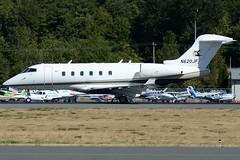 Private N620JF (Drewski2112) Tags: seattle county field airport king international boeing 300 challenger bombardier bfi kbfi cl30 n620jf