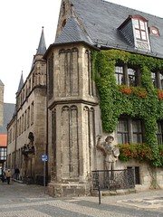 Townhall, marketplace in Quedlinburg (Seabagg) Tags: germany medieval roland townhall marketplace rathaus quedlinburg