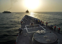 USS Halyburton prepares for replenishment at sea. (Official U.S. Navy Imagery) Tags: usnavy usn nato usns combatcamera guidedmissilefrigate tao204 gulfofaden militarysealiftcommand fleetreplenishmentoiler usnsrappahannocktao204 usshalyburton ffg40 ctg561 usshalyburtonffg40 natotaskforce508 replenishmetatsea ctg5619