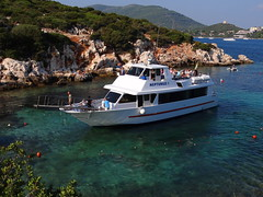 Sbarco a Cala Dragunara (antonè) Tags: alghero battello turisti vacanza portoconte caladragunara sardegna mare antonè angolidisardegna