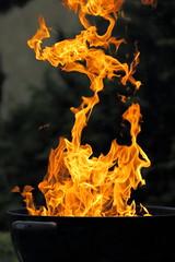 Anglų lietuvių žodynas. Žodis on fire reiškia dėl gaisro lietuviškai.