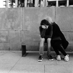 Moscow. 08.2016 (Woodent) Tags: streetphotography mediumformat hasselblad503cx carlzeissdistagon604 6x6 square film bw diafine 800 kodaktrix400 moscow couple