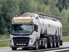Volvo FM milktanker from Gebr. Dunnink bv Holland (capelleaandenijssel) Tags: 18 bfg 6 netherlands truck trailer lorry camion lkw tanker citerne