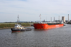 'Agdash' Ellesmere Port 23rd August 2016 (John Eyres) Tags: low profile tanker agdash being assisted out stanlow by tugs viceroy victory 230816 manchestershipcanal carmet ellesmere
