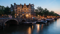 Summer nights (McQuaide Photography) Tags: amsterdam noordholland northholland netherlands nederland holland dutch europe sony a7rii ilce7rm2 alpha mirrorless 1635mm sonyzeiss zeiss variotessar fullframe mcquaidephotography adobe photoshop lightroom tripod manfrotto light licht dusk twilight bluehour longexposure stad city capitalcity urban lowlight architecture outdoor outside old oud gracht traditional authentic water reflection waterfront waterside canal colour colours color tourism touristattraction travel boat wideangle groothoek calm relaxing peaceful tranquil moored summer evening avond zomer brouwersgracht bridge papiermolensluis