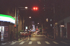 160809005_Fujifilm_Reala_500D_F100_-1 (Emptiless) Tags: nikon f100 fujifilm reala 500d reala500d night nightlights trafficlight