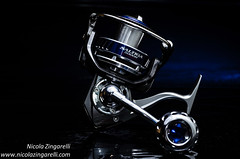 Team Daiwa Saltiga Z5000H studio shot (Nicola Zingarelli) Tags: stilllife black studio japanese fishing nikon product tackle tabletop reel cls twolights daiwa sb800 bluegel saltiga lastoliteumbrellabox z5000h