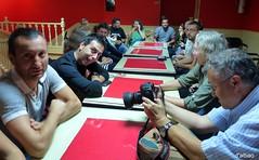 Dnde estn las copas, Matarile, rile, rile? (Franco DAlbao) Tags: people bar lumix gente photographers meeting vigo reunin fotgrafos leicalens dalbao francodalbao expomatilla