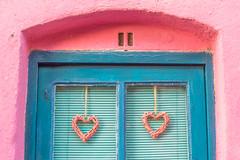 Amor (Nathalie Le Bris) Tags: collioure rose bleu rosa azul pink méditerranée mediterraneo coeur corazón heart window fenêtre ventana porte door puerta amor love amour hww