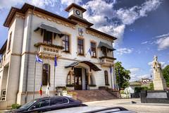 Primaria Slatina (striker_ro2) Tags: townhall arhitecture slatina romania statue city
