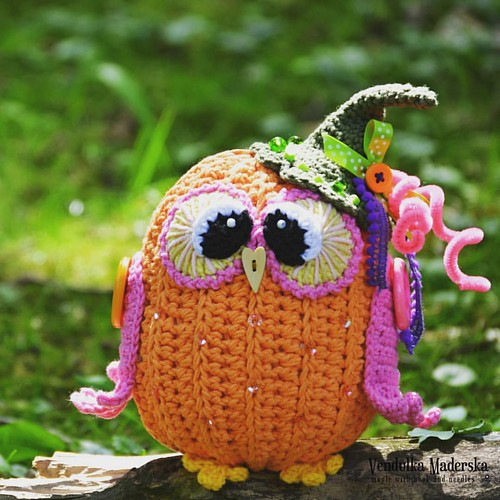 #pumpkin #owl 😀💜😁 new owlie to collection #vendulkampattern ready in the stores. Link in 🔸bio🔸. #vendulkam #crochetingmakesmehappy #crochetdecoration #pumpkintime #crochetowl #autumndeco