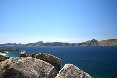 Slo apto para r@s (Llpez) Tags: ocano rias baixas galicia pontevedra vigo cabo dhome caracola paisaje azul verde acantilado
