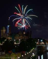 Fireworks Sound of Light Finale 2016 -348.jpg (Robbie's Photo Art) Tags: parliament hill rideau canal light painting 2016 competition fireworks ottawa parliamenthill rideaucanal lightpainting