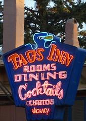 Taos Inn (≈ ☼ ≈ giamarie≈ ☼ ≈) Tags: newmexico vintage neon dusk signage taos vacancy taosinn