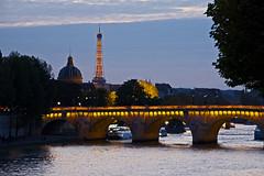 Blaue Stunde in Paris (Seahorse-Cologne) Tags: bridge paris france puente frankreich eiffeltower toureiffel pont brcke eiffelturm francia  parigi